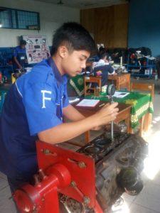 Kegiatan Praktik Siswa Engine tune up konvensional