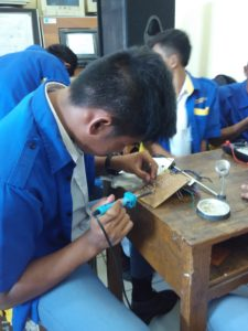 Praktik produksi alat elektronika