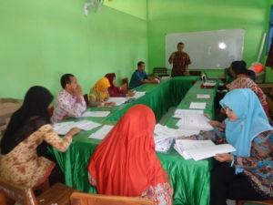 Diskusi tentang evaluasi dan penilaian pembelajaran dengan Pengawas SMK