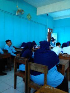 Kegiatan observasi supervivi kunjungan antar kelas, guru sebagai model