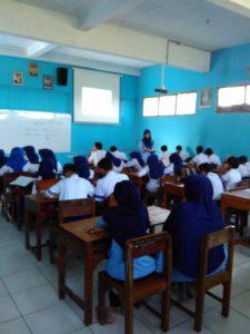 Kegiatan observasi supervivi kunjungan antar kelas, guru sebagai modeln supervisi